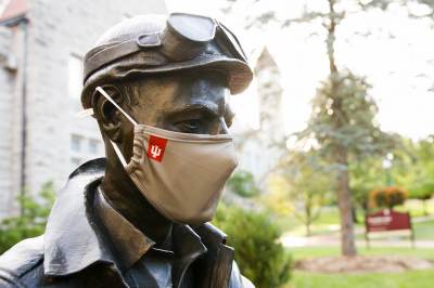 The Ernie Pyle statue on the IU Bloomington campus, wearing a face mask