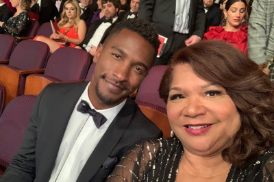 Kelly and her son sit in seats at the Oscars