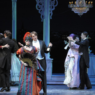 A new production of ?Die Fledermaus? will be unveiled in November.