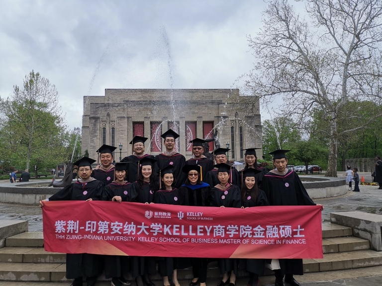 Kelley school graduates gather for a photo in front of Showalter Fountain
