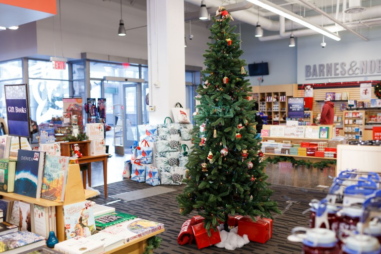 Barnes and Noble at IUPUI decorated for the holidays