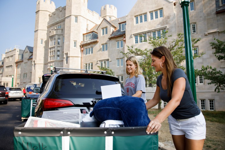 A mother and daughter move into Wells Quad