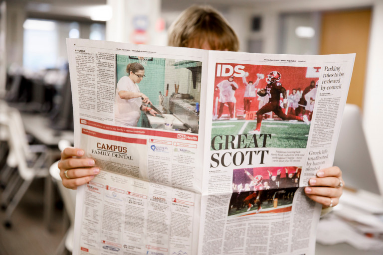 A student reads the Indiana Daily Student paper