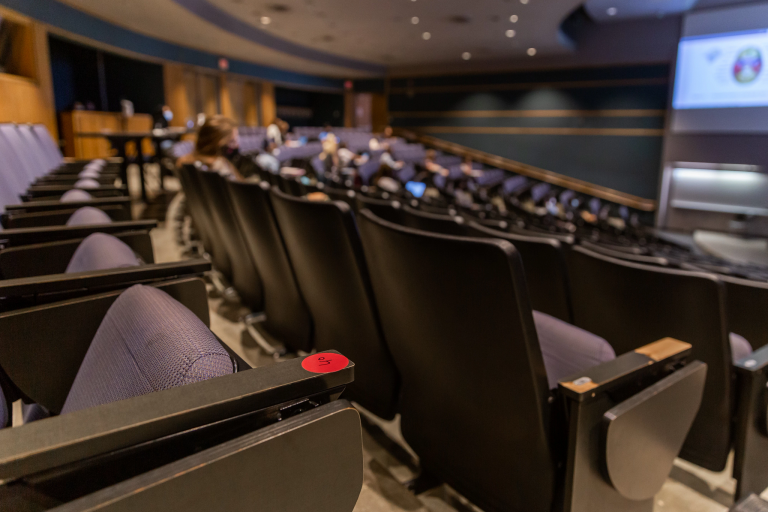 a large collection of seats in a lecture hall