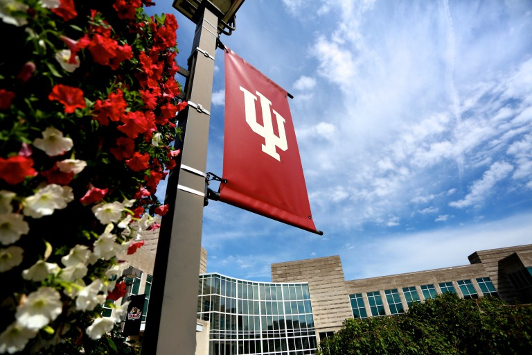 An IU flag waving above Hunt Hall at IU Kokomo