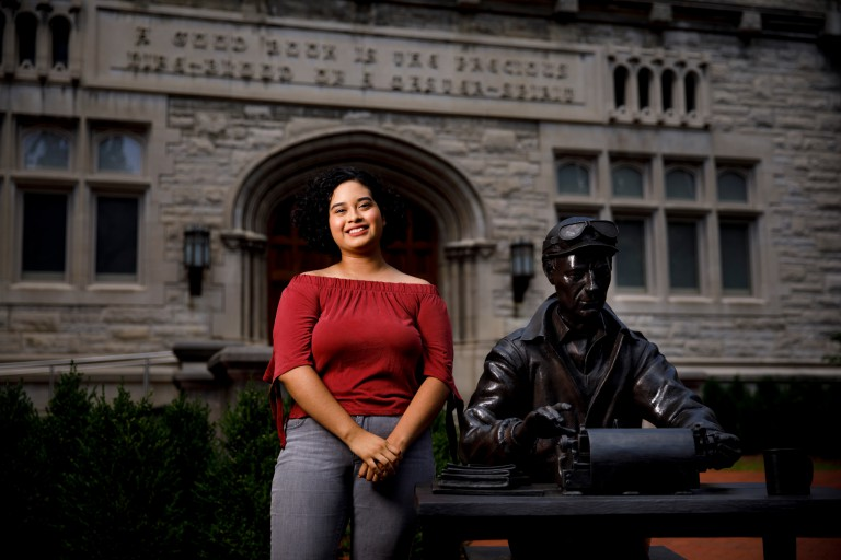 Evelyn Sanchez with the Ernie Pyle statue