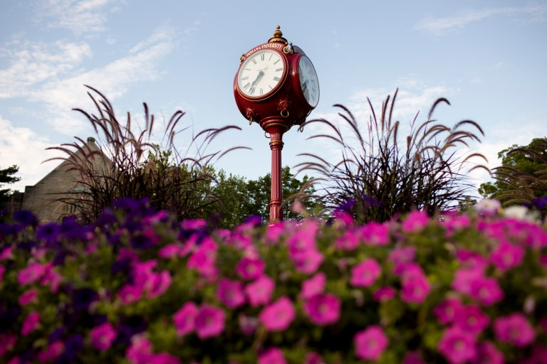 A red clock on IU Bloomingotn's campus