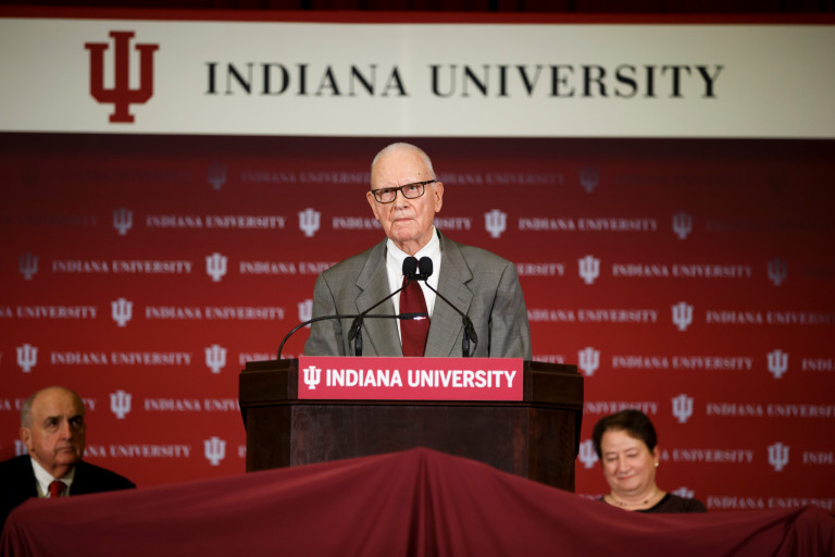 Lee Hamilton speaks at a lectern