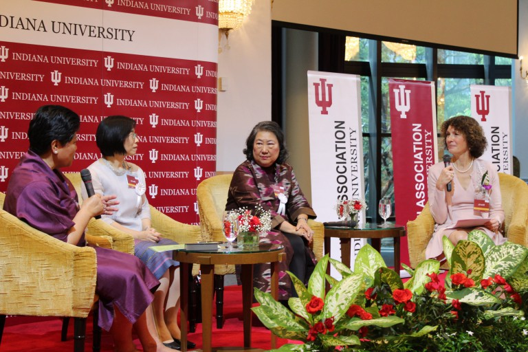 Laurie Burns-McRobbie leads a panel discussion on women in leadership and philanthropy.
