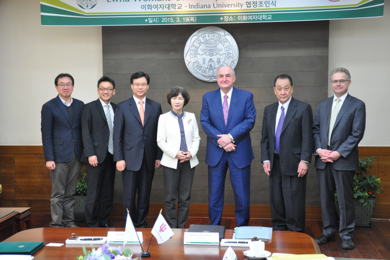 President McRobbie poses with international partners in South Korea