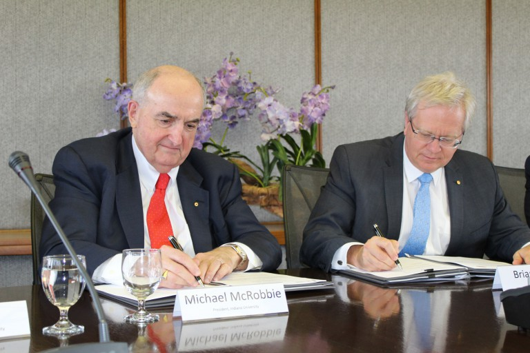President McRobbie and ANU Vice Chancellor Brian Schmidt formally renew a partnership agreement