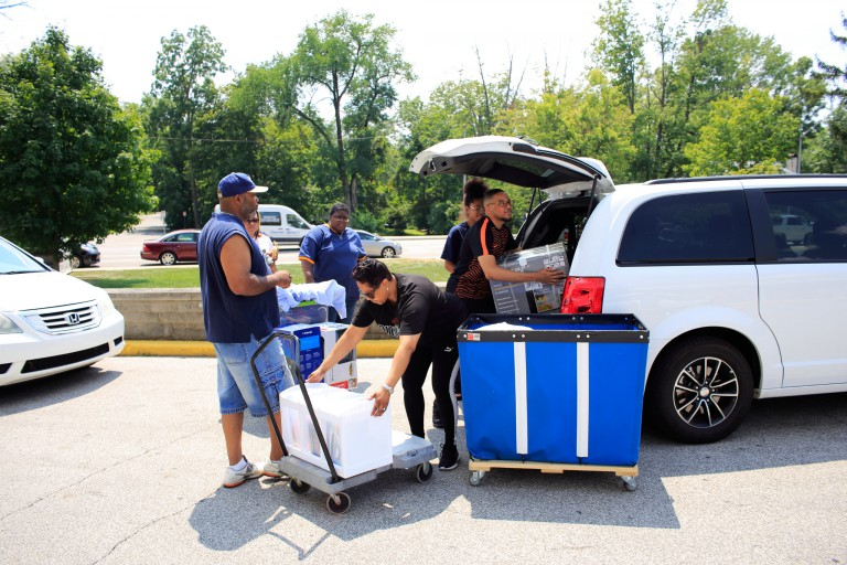 Family members help students move into dorms