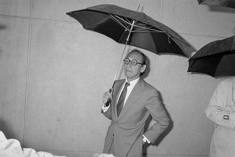 I.M. Pei with an umbrella