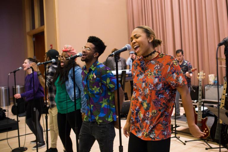 IU Soul Revue sings
