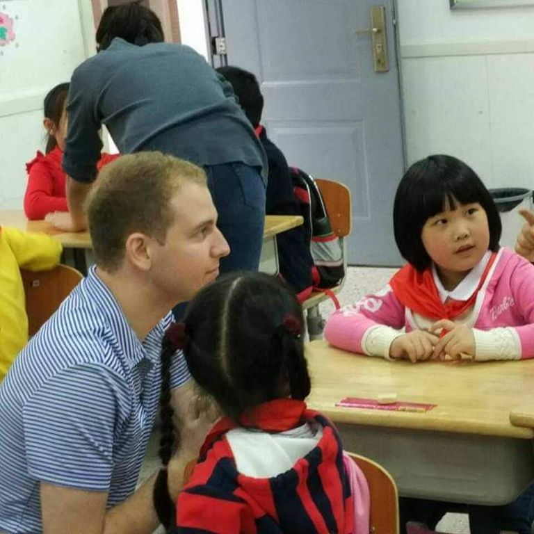 Stephen Hopkins teaches English to Chinese children
