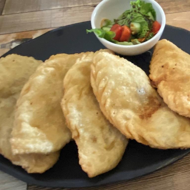A plate of khuushuur