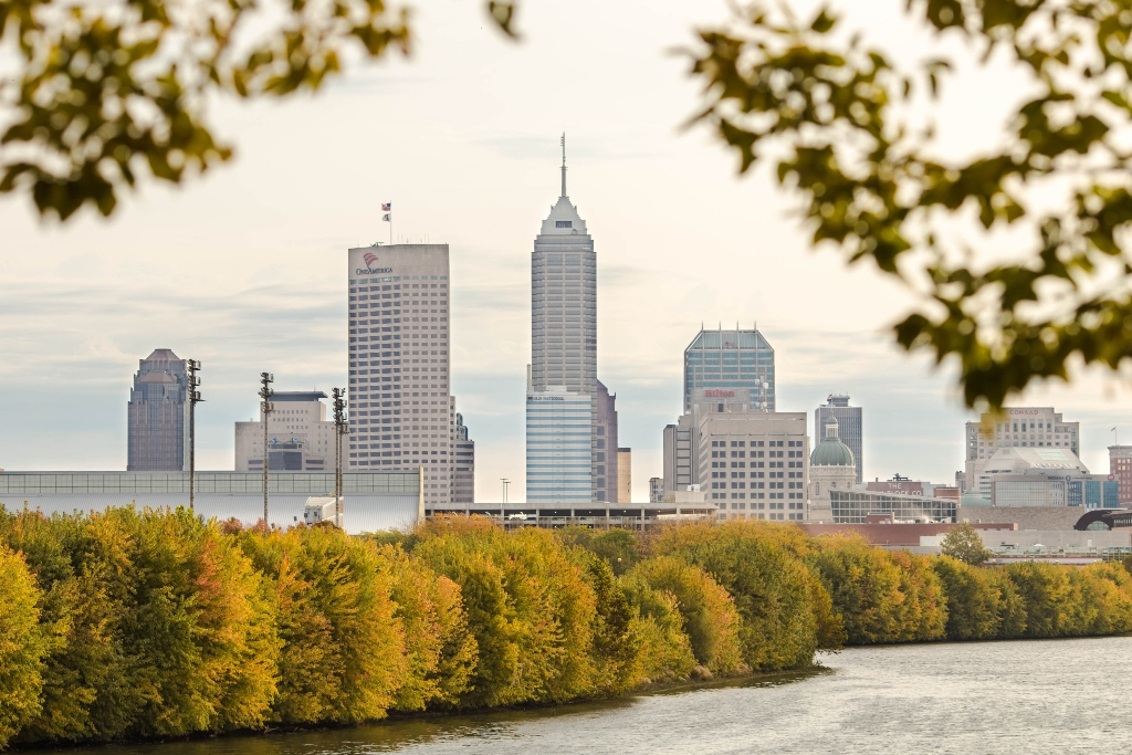 A picture of the Indianapolis skyline from the west side of the White River.