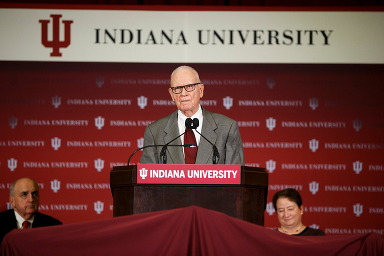 Lee Hamilton speaking from behind a lectern