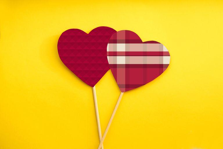 IU-themed hearts.