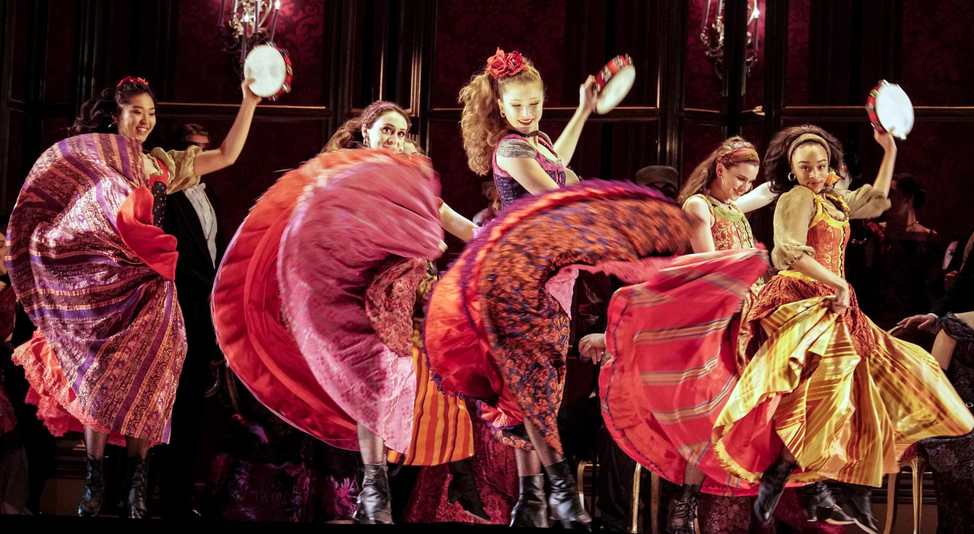"""Dancing scene of """"La Traviata"""""""
