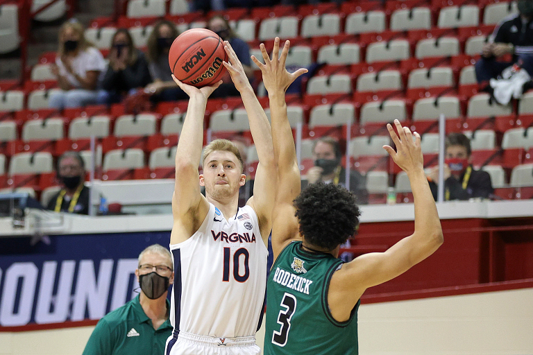 A Virginia basketball players shoots over an Ohio defender